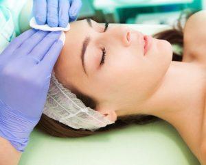 Dieptereiniging huidtherapeut gezicht