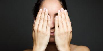 De emotionele impact van huidproblemen